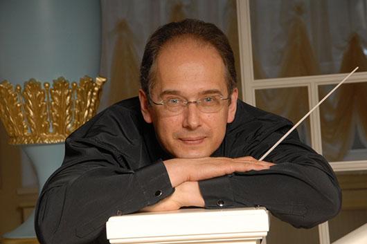 Дмитрий Лисс — главный дирижер симфонического оркестра Филармонии Южных Нидерландов.