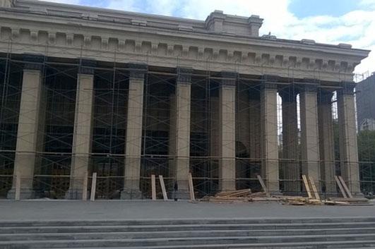Кехман получил предписание остановить ремонтные работы в Новосибирском оперном театре