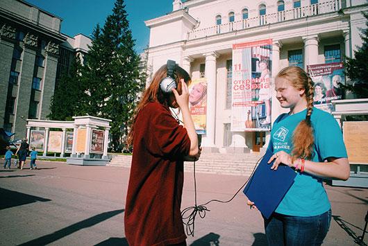 Новосибирская филармония провела акцию «Угадай мелодию» на улицах города
