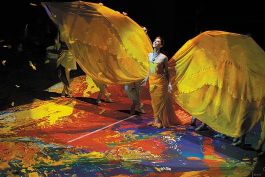Фрида танцует и поет