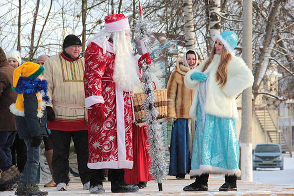 Директора ДК оштрафовали за новогоднее шоу с беременной Снегурочкой и бранными словами