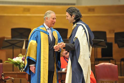 Принц Уэльский наградил Почетной Докторской степенью Владимира Юровского