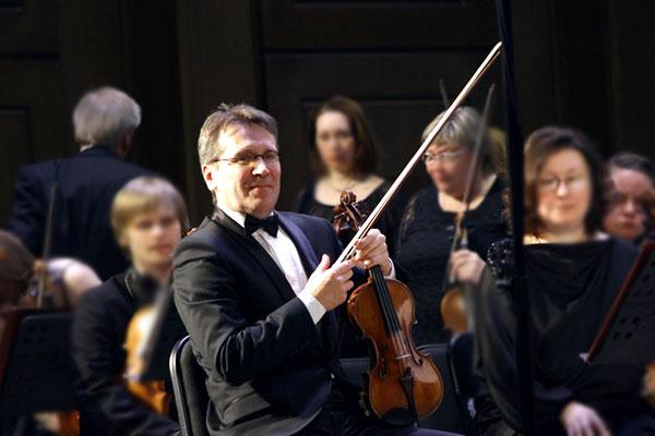 Главный концертмейстер Новосибирского оркестра Валерий Карчагин об украденных скрипках, иерархии музыкантов и маэстро Каце