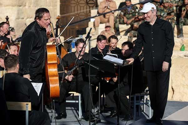 Гергиев и оркестр Мариинки награждены медалями «За освобождение Пальмиры»