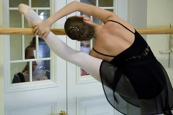 Поднимая ноги к ушам: кого и как выпускают балетные школы