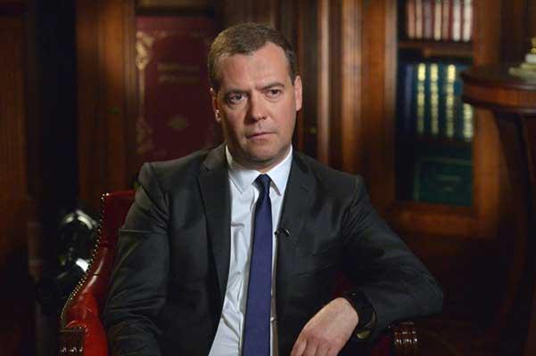 Медведев заявил, что в РФ слишком много государственных театров