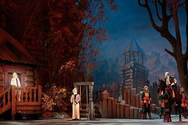 Большой театр 1, 2, 8 и 9 июля транслирует свои спектакля на Театральной площади для всех желающих
