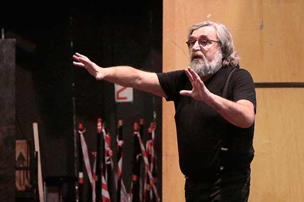 Репетицию ведет Евгений Арье. Фото Дамир Юсупов.