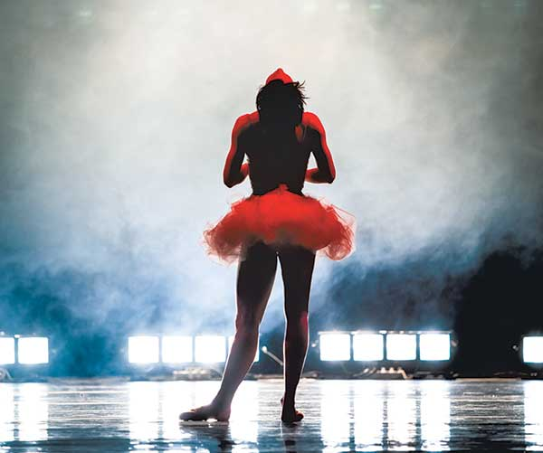 Сцена из балета «Занавес». на музыку Отторино Респиги. Спектакль Екатеринбургского театра оперы и балета. Фото Елена Лехова.