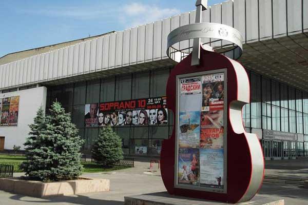 Артисты волгоградской филармонии обвинили руководство в развале коллектива