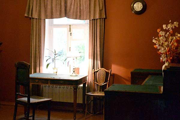 Музей-заповедник П.И. Чайковского в Клину, рабочий стол П.И. Чайковского