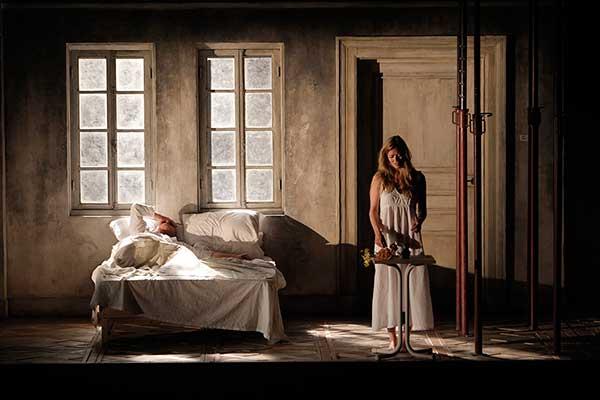 Сцена из спектакля «Написано на коже»  Фото Pascal Victor