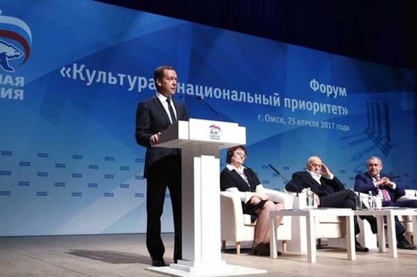 Медведев поручил создать единый интернет-портал по грантам в области культуры и искусства