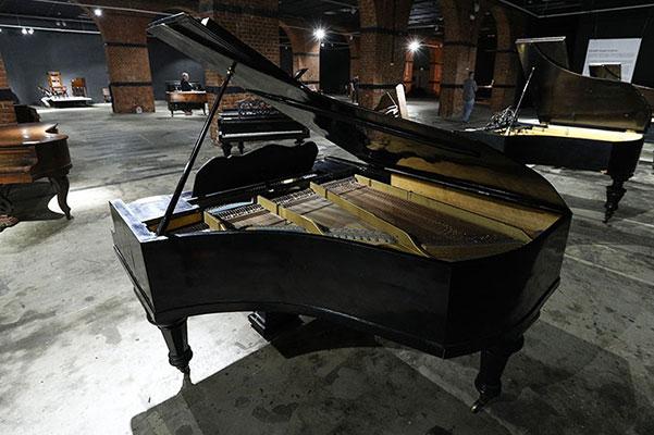 Музей Москвы представил коллекцию старинных роялей