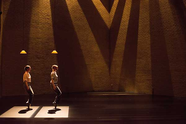 Фаза, четыре движения на музыку Стива Райха. Сцена из спектакля
