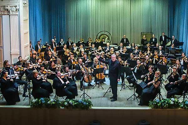 Губернаторский симфонический оркестр Иркутской областной филармонии выступит в Москве 11 и 13 октября