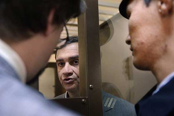 Экс-замминистра культуры Пирумов получил 1,5 года колонии и был освобожден в зале суда
