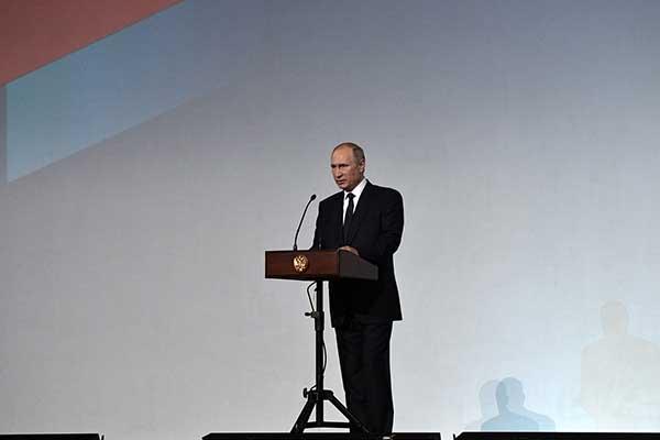 Владимир Путин: «Культура, искусство, просвещение – это ответ на вызовы варварства, нетерпимости, агрессивного радикализма, которые угрожают нашей цивилизации»