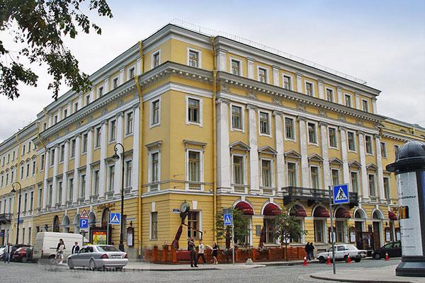 Директор Санкт-Петербургской филармонии Илья Черкасов поздравляет «Музыкальное обозрение» и Андрея Устинова