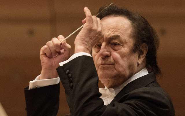 Шарль Дютуа покинул пост главного дирижера британского Королевского филармонического оркестра из-за сексуального скандала