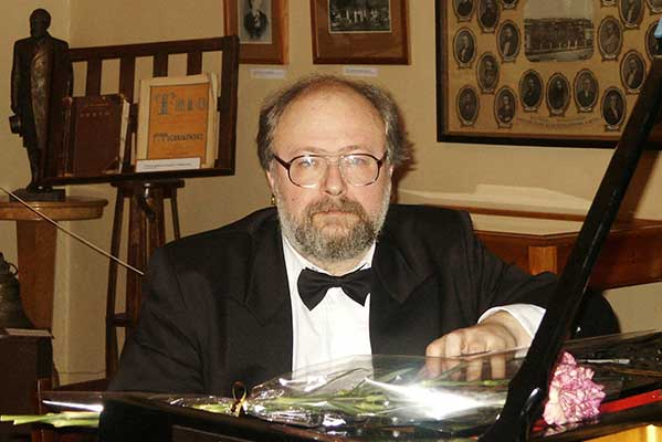 6 июня отмечает юбилей ректор Уральской консерватории Валерий Шкарупа