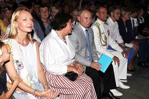 Владимир Путин посетил вечер-открытие фестиваля «Опера в Херсонесе»