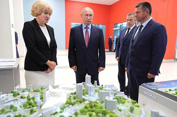 Владимир Путин ознакомился с проектом музейного и театрально-образовательного комплексов Владивостока