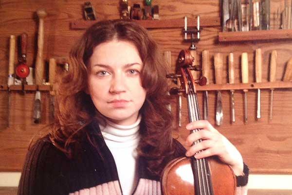 Первый конкурс скрипичных мастеров имени Леопольда Ауэра в Петербурге выиграла россиянка Мария Стрельникова