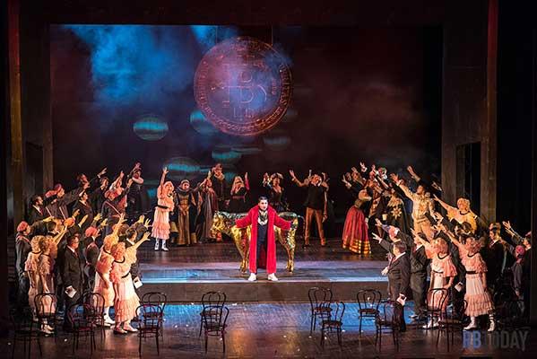Сцена с голой свитой Мефистофеля из спектакля оперного театра в Уфе произвела фурор
