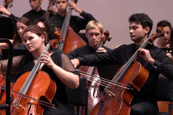 Национальный молодежный симфонический оркестр дебютировал в Зале Чайковского в Москве