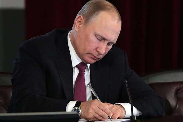 Путин подписал закон о налоговых льготах для меценатов, помогающих учреждениям культуры