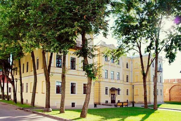 Забирают корпус музыкального колледжа в Великом Новгороде!