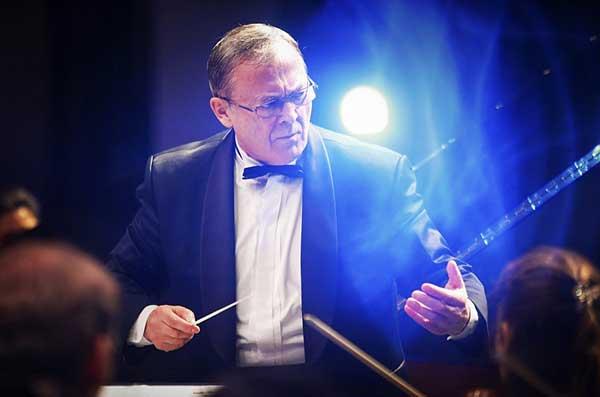 Отмечает 70-летний юбилей Евгений Шестаков, главный дирижер Тюменского симфонического оркестра