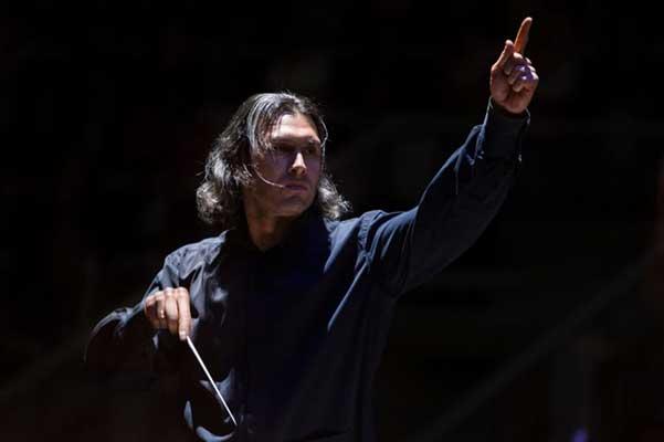 В Московской филармонии начинаются «Истории с оркестром» Владимира Юровского