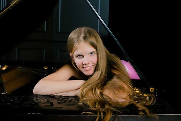 Ева Геворгян стала лауреатом Конкурса юных пианистов имени Клиберна