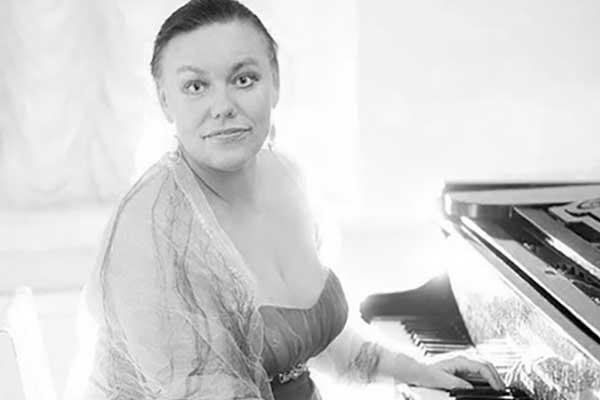 В Петербурге в день концерта памяти Ирины Богачевой скончалась ее дочь, пианистка Елена Гаудасинская