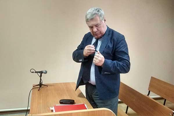 Суд признал право директора Новосибирской музыкальной спецшколы кормить малообеспеченных учеников