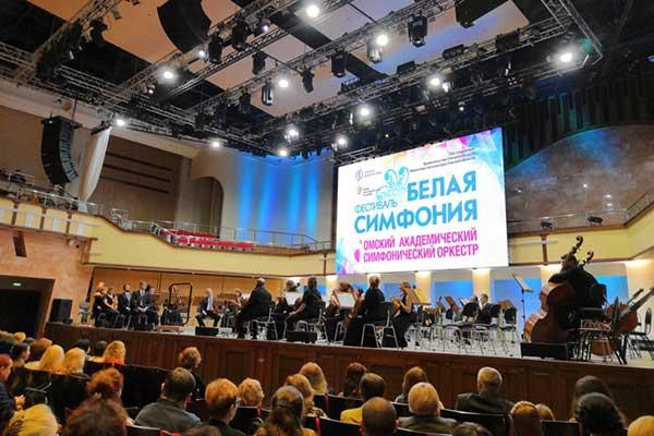 «Белая симфония» в Омской филармонии: «Штурмуем музыкой!»