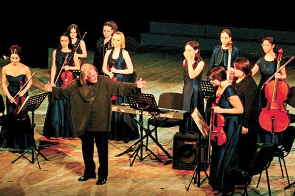 Отметил юбилейную дату скрипач и дирижер Антон Шароев