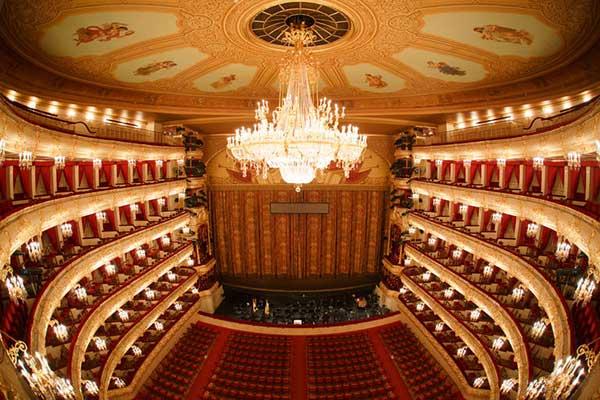 Большой театр предлагает вернуть билеты на спектакли, а затем купить их заново