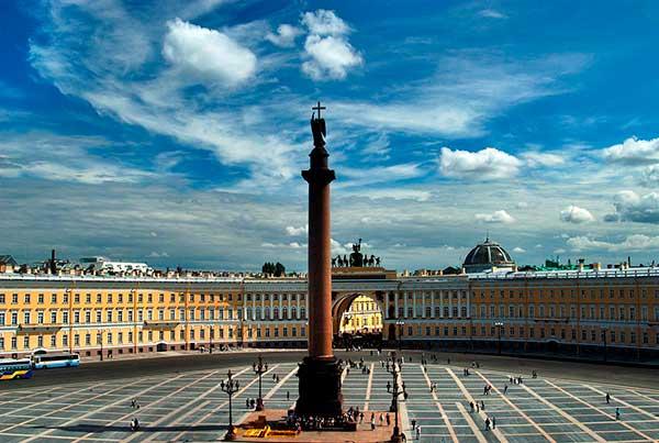 В Петербурге запрещены мероприятия с участием более 50 человек