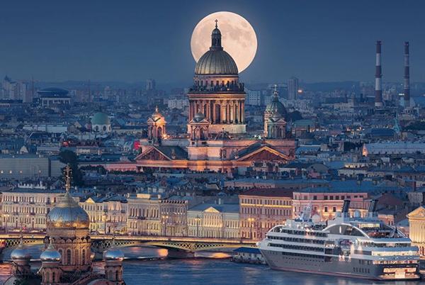 В Санкт-Петербурге отменяются массовые мероприятия численностью более тысячи человек