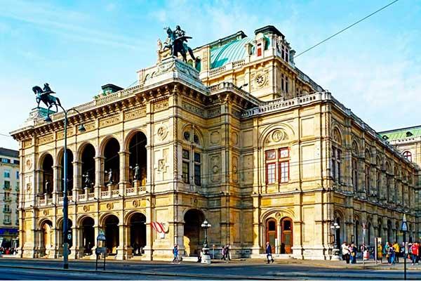 Венская опера выходит в офлайн