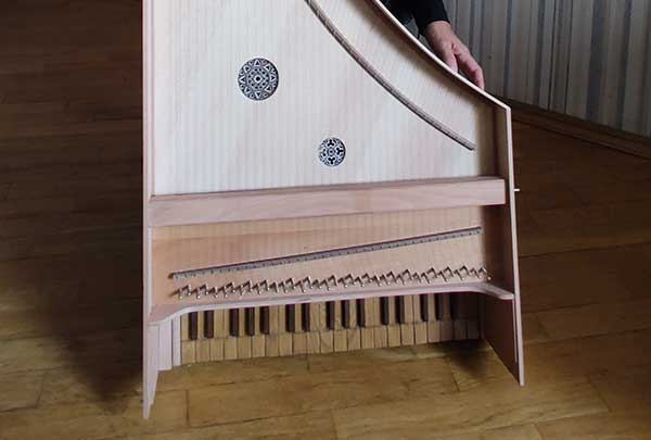 В Москве представили реконструкцию клависимбалума — редчайшего инструмента XV века