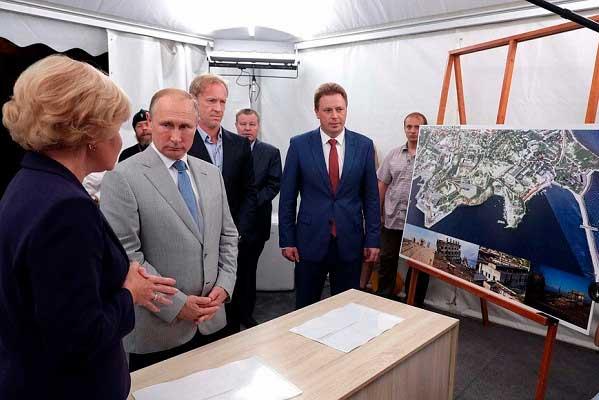 Культурный проект Путина на120млрд рублей свернули. Уволенные сотрудники судятся засвою зарплату