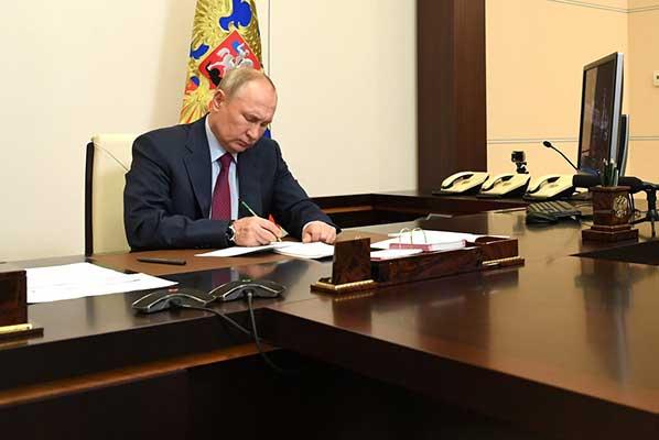 Владимир Путин упразднил Роспечать и Россвязь, правопреемником федеральных агентств назначено Минцифры