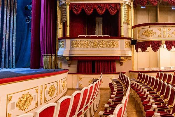 Сергей Собянин: «Максимальное количество зрителей в театрах, кинотеатрах и концертных залах Москвы увеличивается с 25% до 50% »