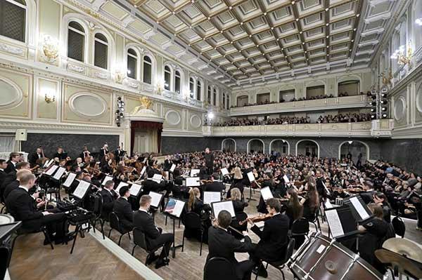 Челябинская государственная филармония объявляет дополнительный набор в Южноуральский симфонический оркестр