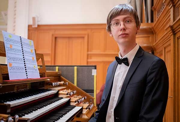 Владимир Скоморохов: виртуоз органа и рояля