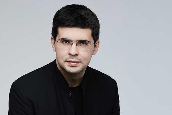 Валентин Урюпин — главный дирижер Новой оперы